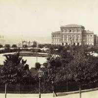 Az Akadémia sztorija, avagy a nyaktekerészeti mellfekvenc otthona