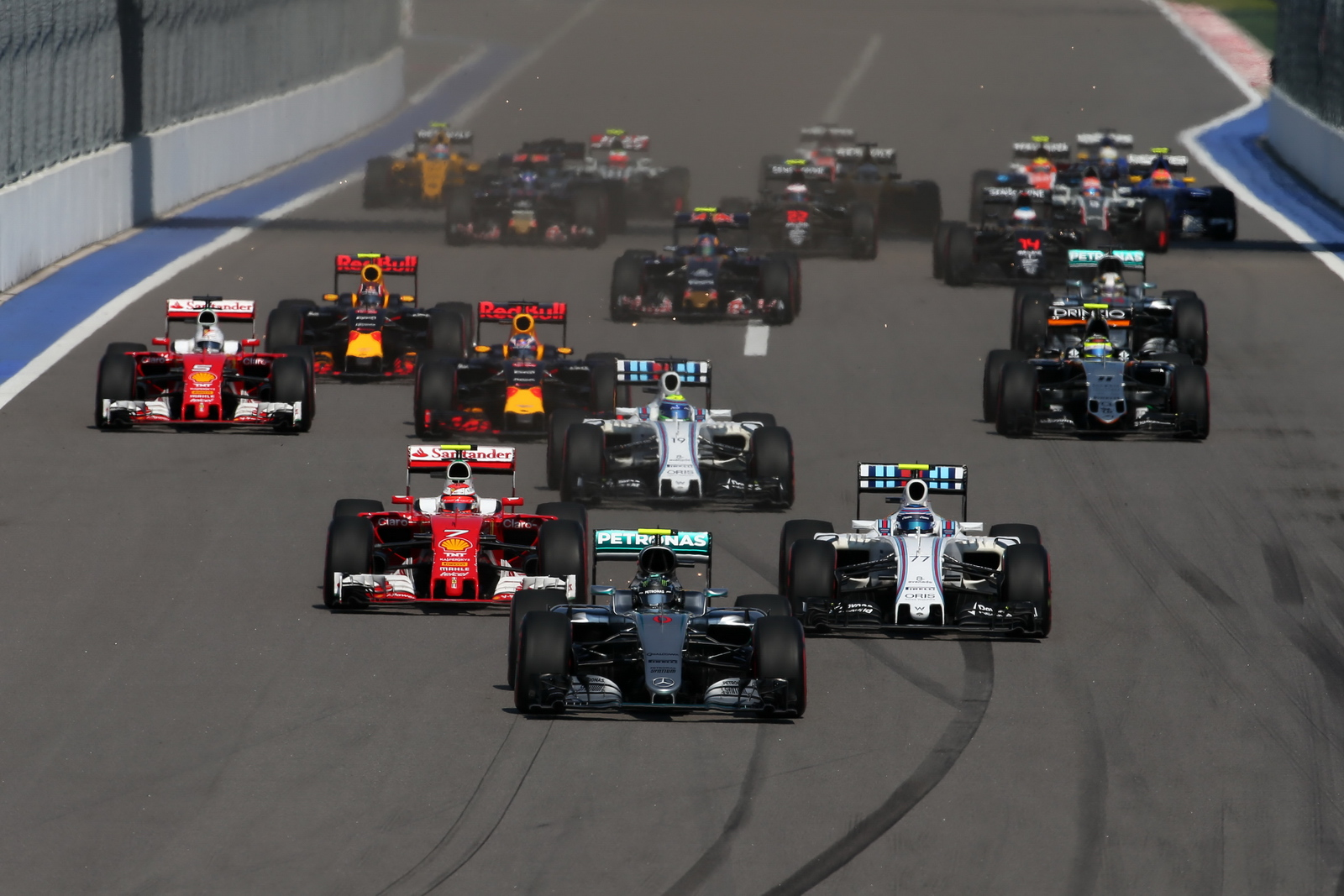 F1 - 2018-BAN ÉJSZAKAI FUTAMOT RENDEZHET SZOCSI?