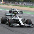 F1: Bottasszal az élen első sorban a Mercedes a Brit Nagydíjon