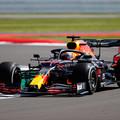 F1: Verstappen elsőségével és Hülkenberg visszatérésével indult a brit hétvége