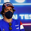 F1: Titánlapokkal az állkapcsában fog versenyezni Alonso