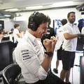 F1: Bevásárolta magát az Aston Martinba a Mercedes csapatfőnöke