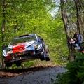 WRC: Közúton ütközött, majd nyert Ogier