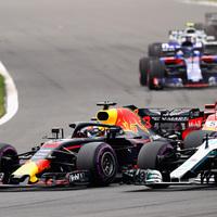 F1 - RICCIARDO TISZTA VIZET ÖNTÖTT A POHÁRBA