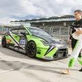 Valóra vált álom: a Zengő Motorsport autójával tesztelhetett a DTM-en megsérült magyar sportbíró