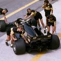 Meghalt a versenyző, aki álnéven, Ayrton Senna csapattársaként indult az F1-ben