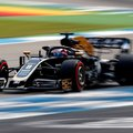 F1: Dobtak egy hátast a Haasnál, Grosjean a harmadik sorban a régi autóval