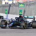 F1: Majdnem kiesett a Q2-ben, mégis Hamilton a pole-ban