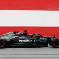 F1: Hamiltonék Verstappen elé ugrottak