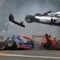 Újabb tömegbaleset az Eau Rouge-ban: hatan törték magukat rommá az F1 betétszériájában