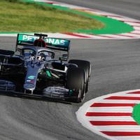 F1: Kettős Mercedes-vezetés a megdöbbentően sima első tesztnapon