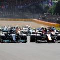 F1: Ütközött Verstappennel, büntetése ellenére nyert Hamilton