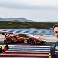 Bizarr: Albon a Red Bull színeiben, mégis Ferrarival indulhat a DTM-ben