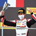 Az F1 előszobájában folytatja a Sauber francia szupertehetsége
