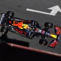 F1: Hihetetlenül szenved a Mercedes Bakuban, újabb Red Bull-elsőség
