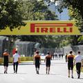 F1: Pozitív koronavírus-teszt a Pirellinél, a McLarennél javult a helyzet