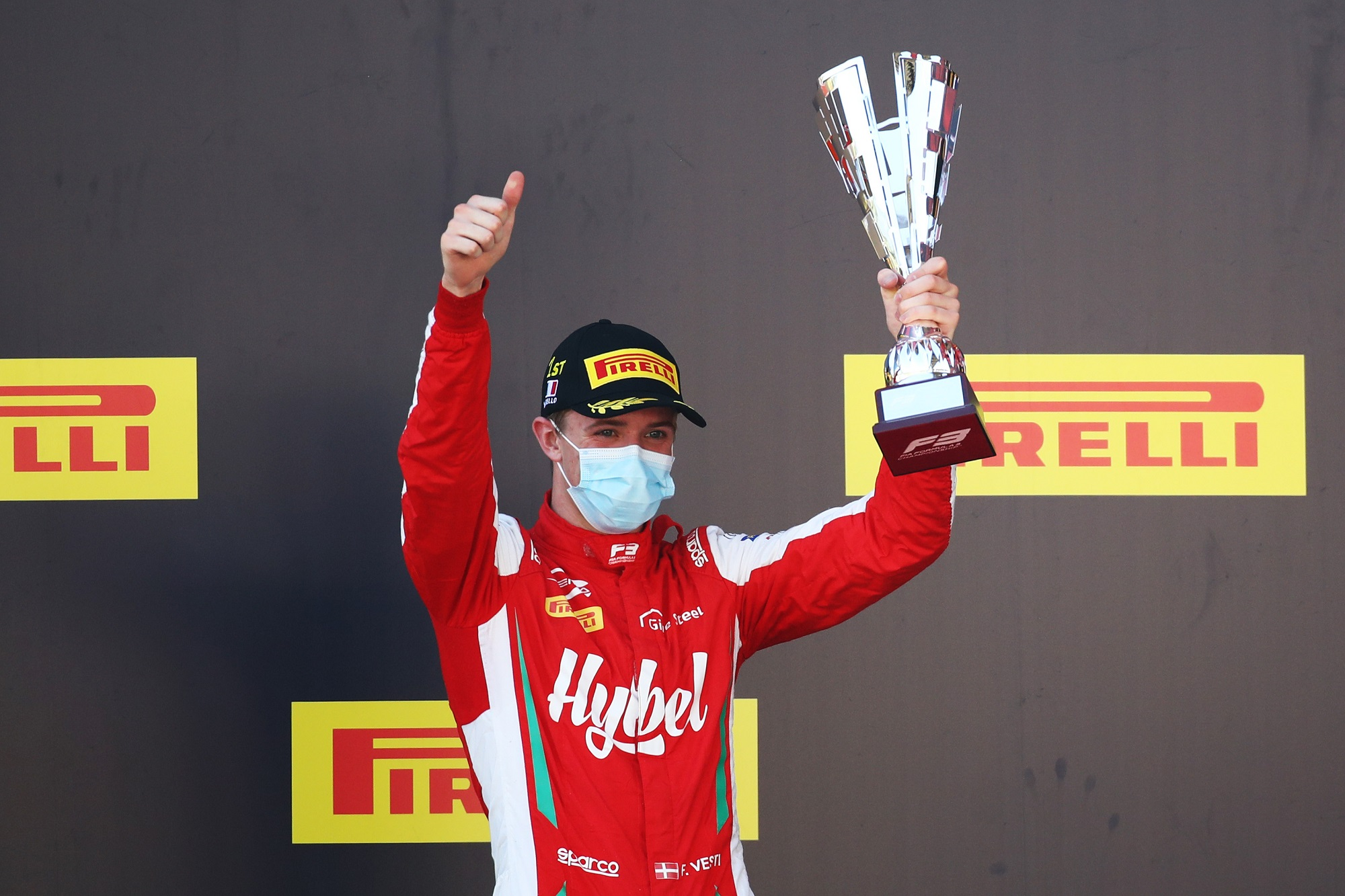 F1: Dán ifjonccal erősíthet a Mercedes