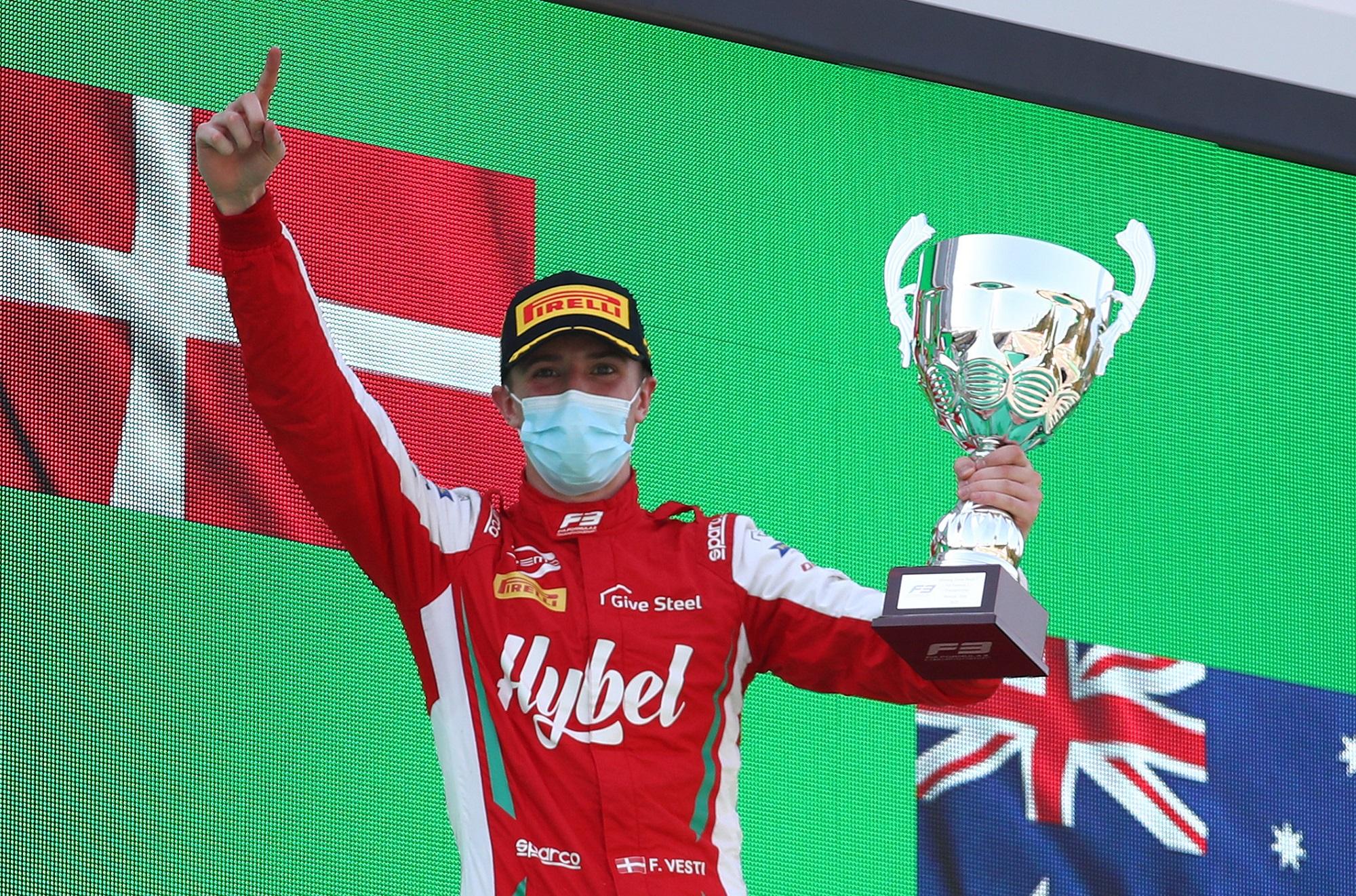 F1: F3-as futamgyőztes a Mercedes akadémiáján