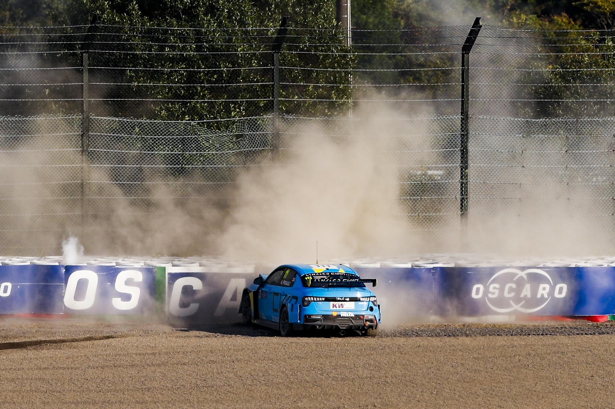 WTCR: Egymást hibáztatja Priaulx és Catsburg, döntött az FIA is