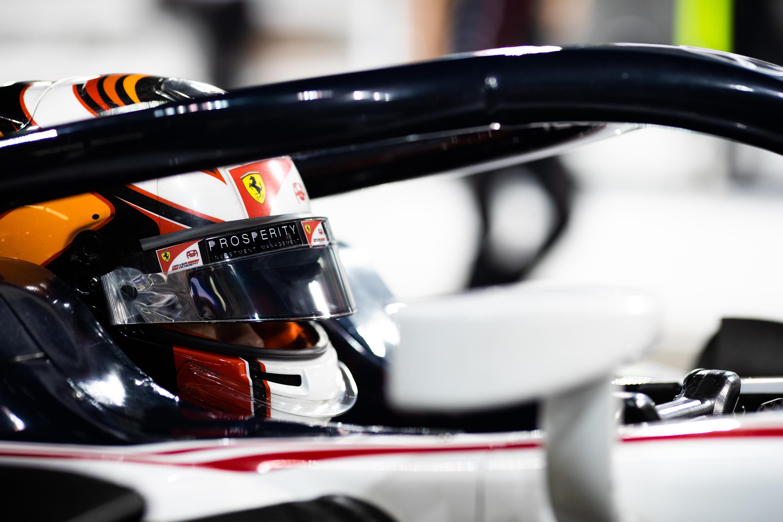 F2: Bizonyítani akarja a Ferrari-junior, hogy van olyan jó, mint Russellék
