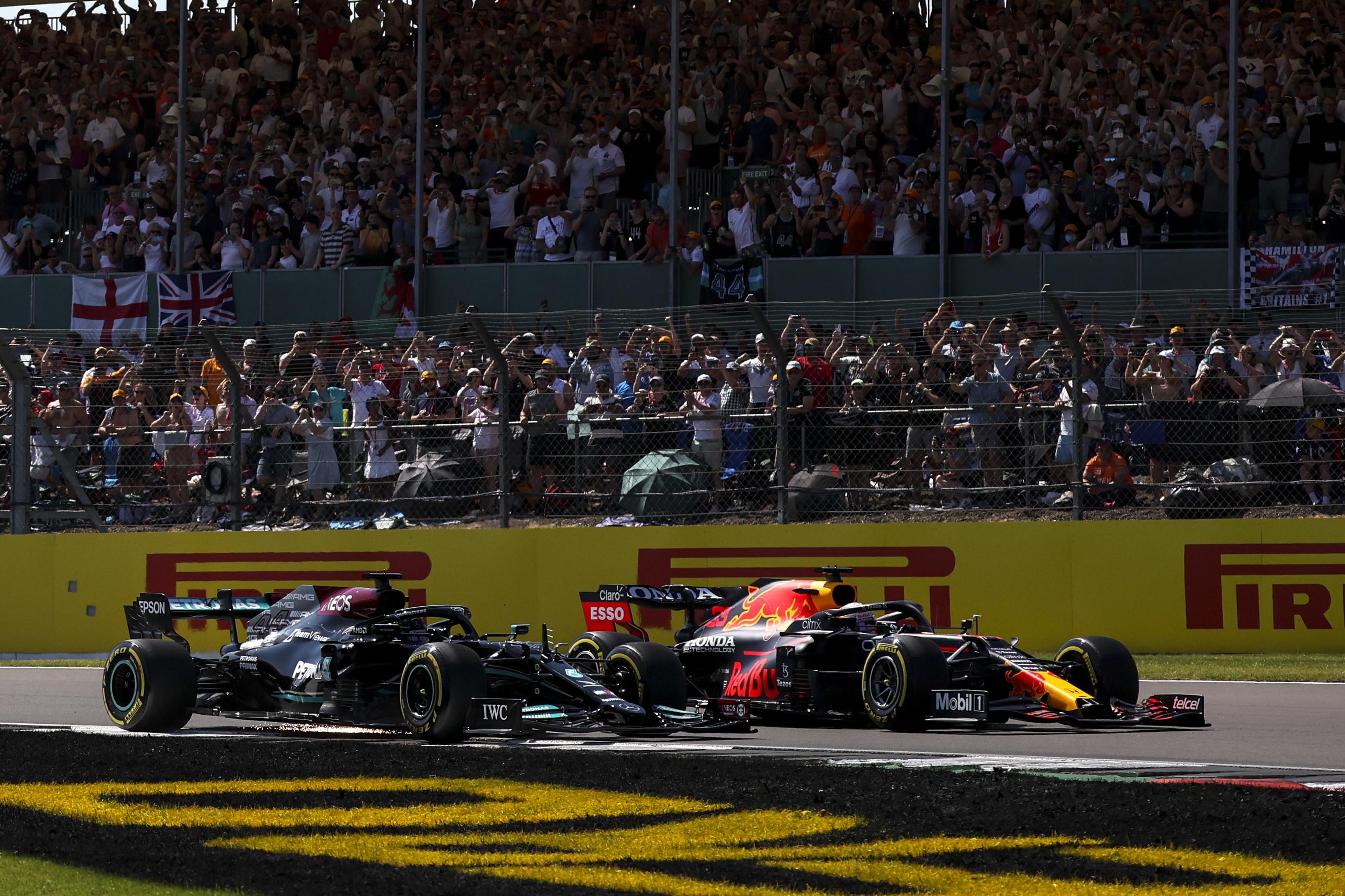F1: Felülvizsgáltatja a Red Bull Hamilton büntetését