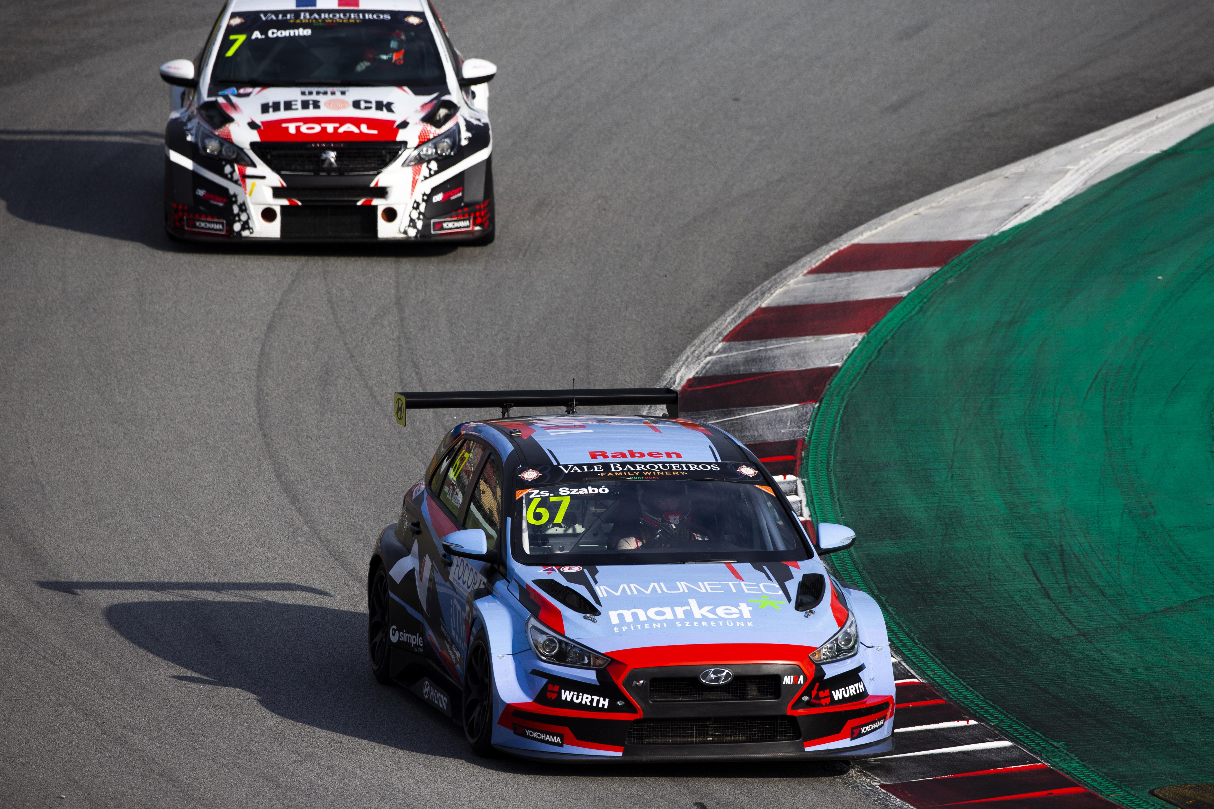 TCR EU: Átláthatatlan versenyen, 19 helyet javítva szerzett pontot Szabó Zsolt