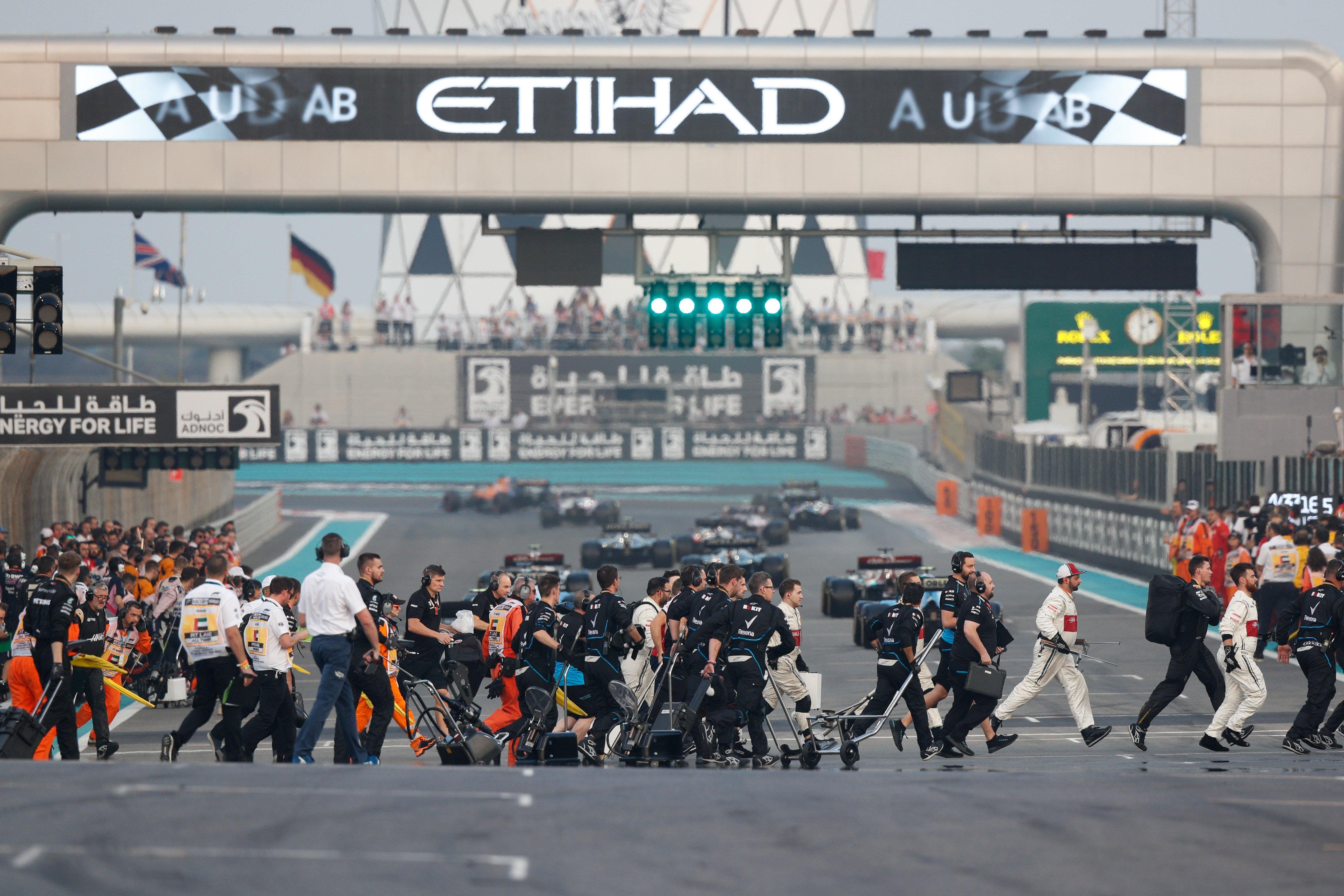Hivatalos: Tavasszal küldik nyári szünetre a csapatokat az F1-ben