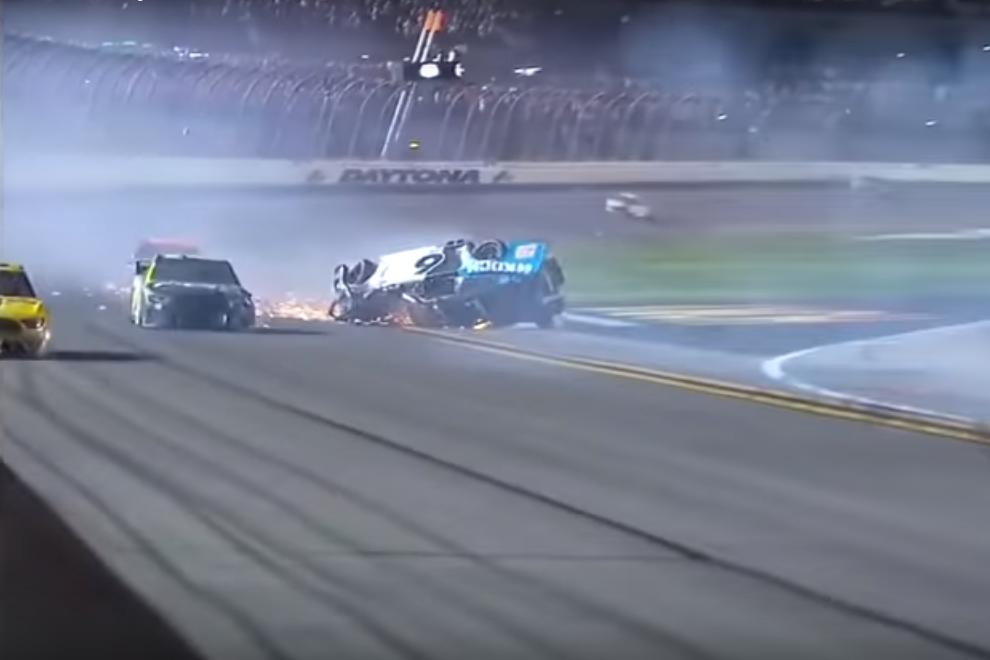 Hátborzongató finist hozott a Daytona 500: súlyos állapotban a NASCAR-os