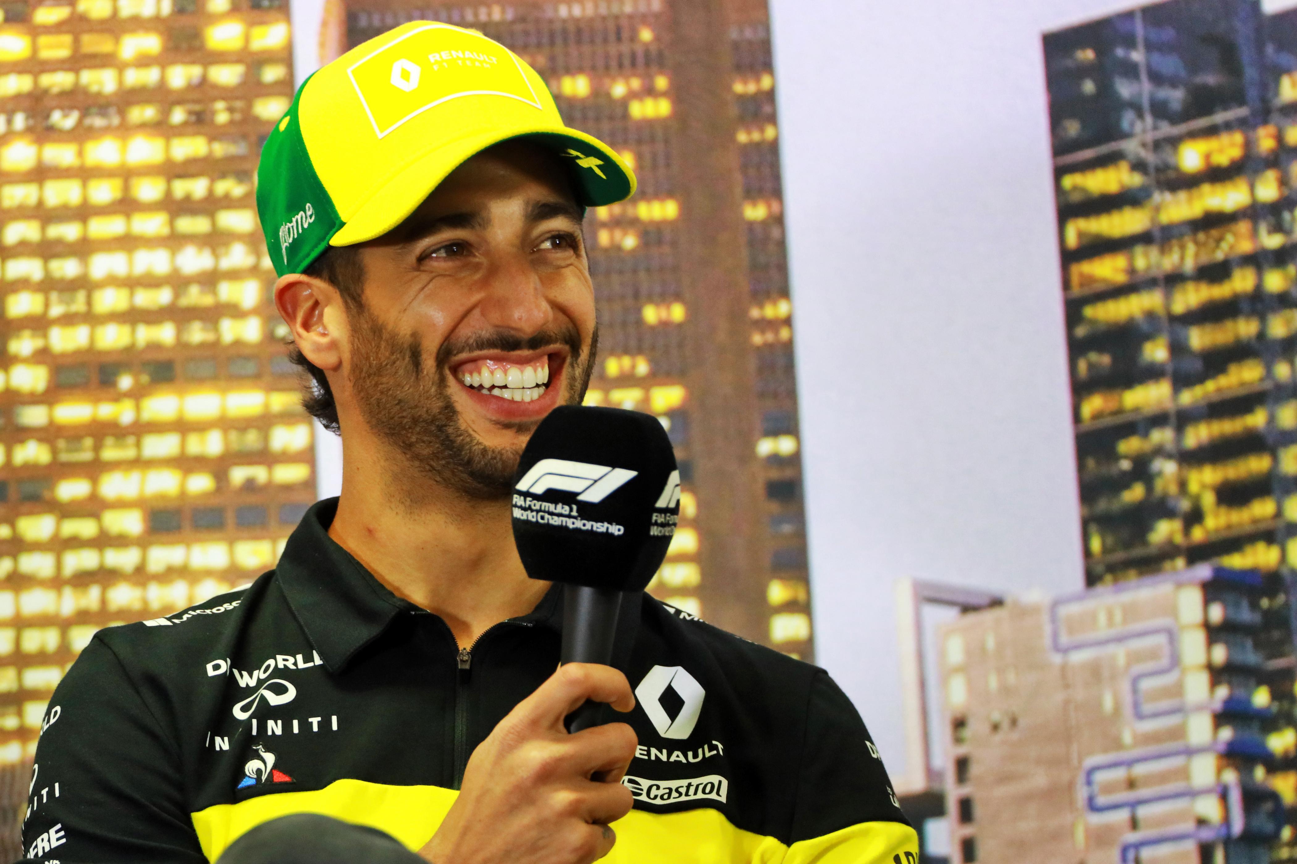 Hivatalos: Sainz távozik a McLarentől, Ricciardo váltja