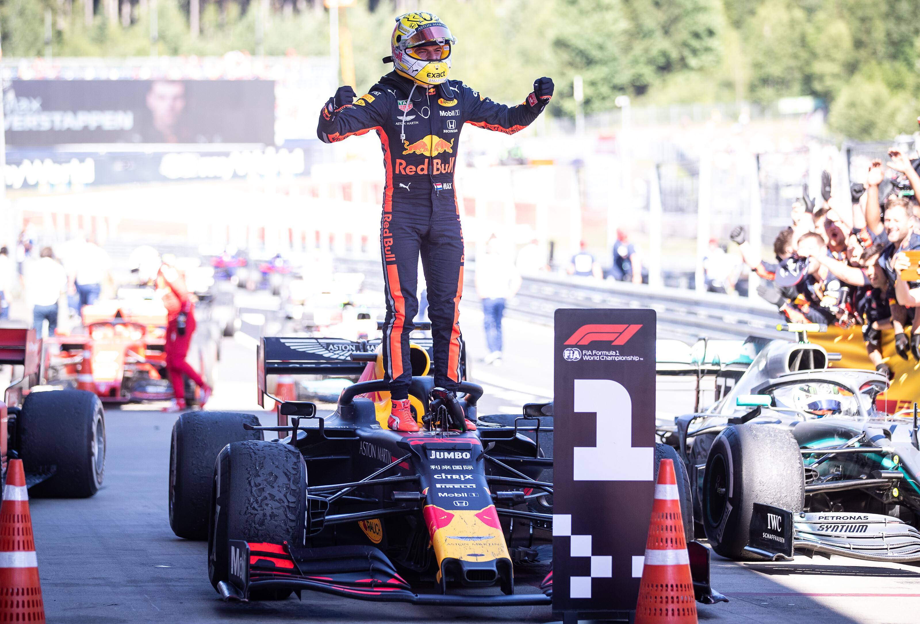 F1: Verstappen vitatható manőverrel ütötte el Leclerc-t a győzelemtől