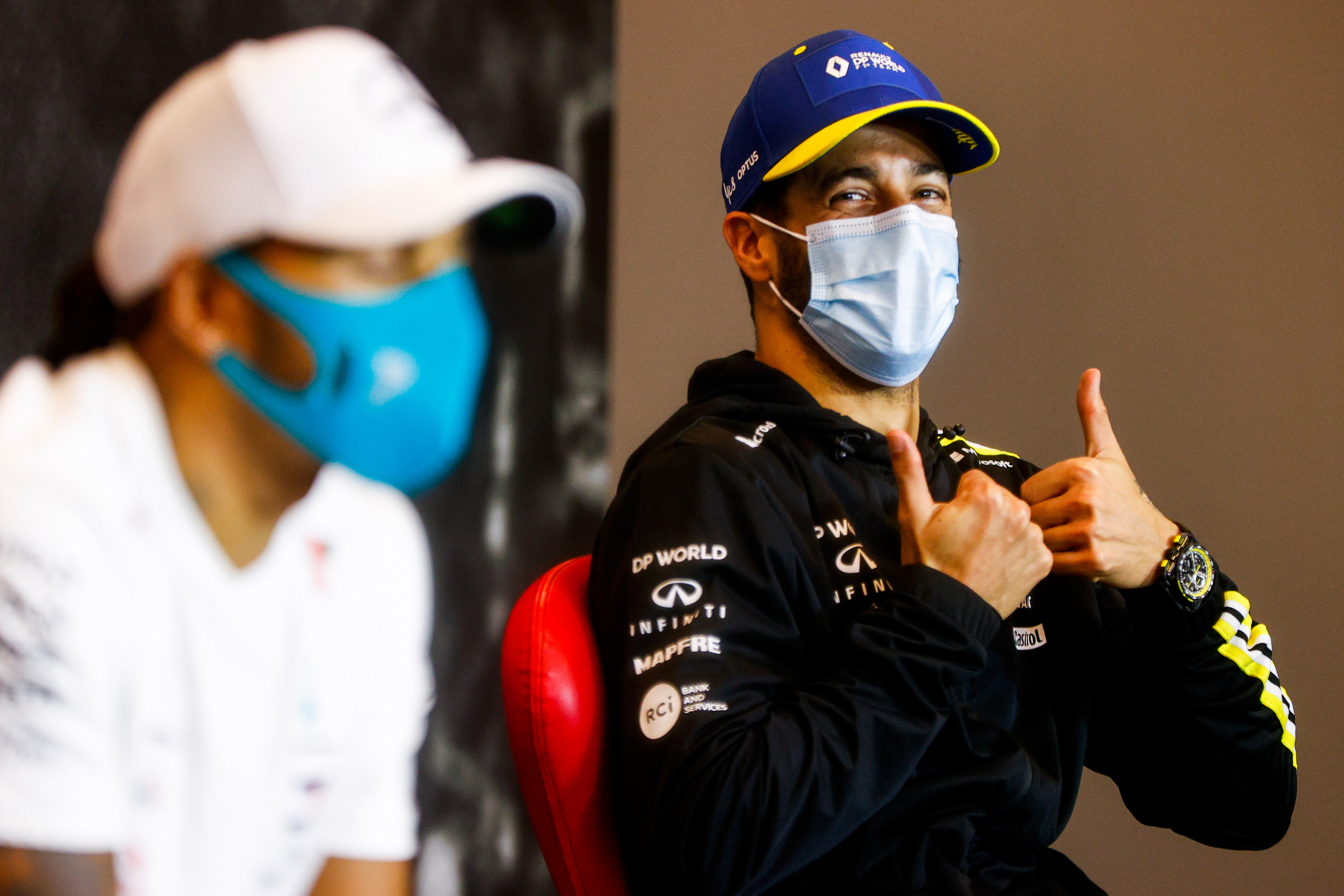 F1: Vettel sisakjára fáj Ricciardo foga