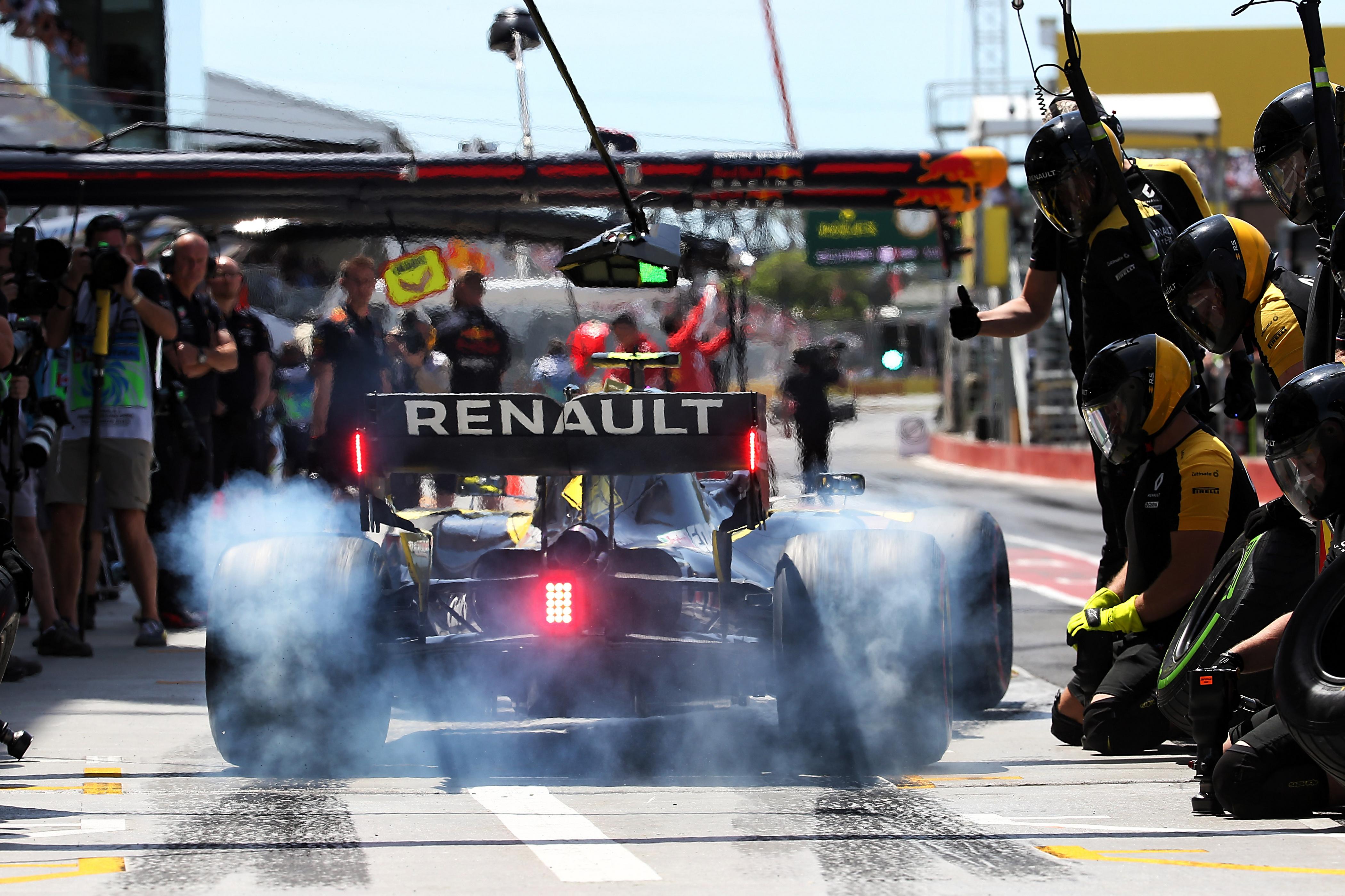 F1: Osztozni fog tartalékversenyzőjén a Renault a McLarennel