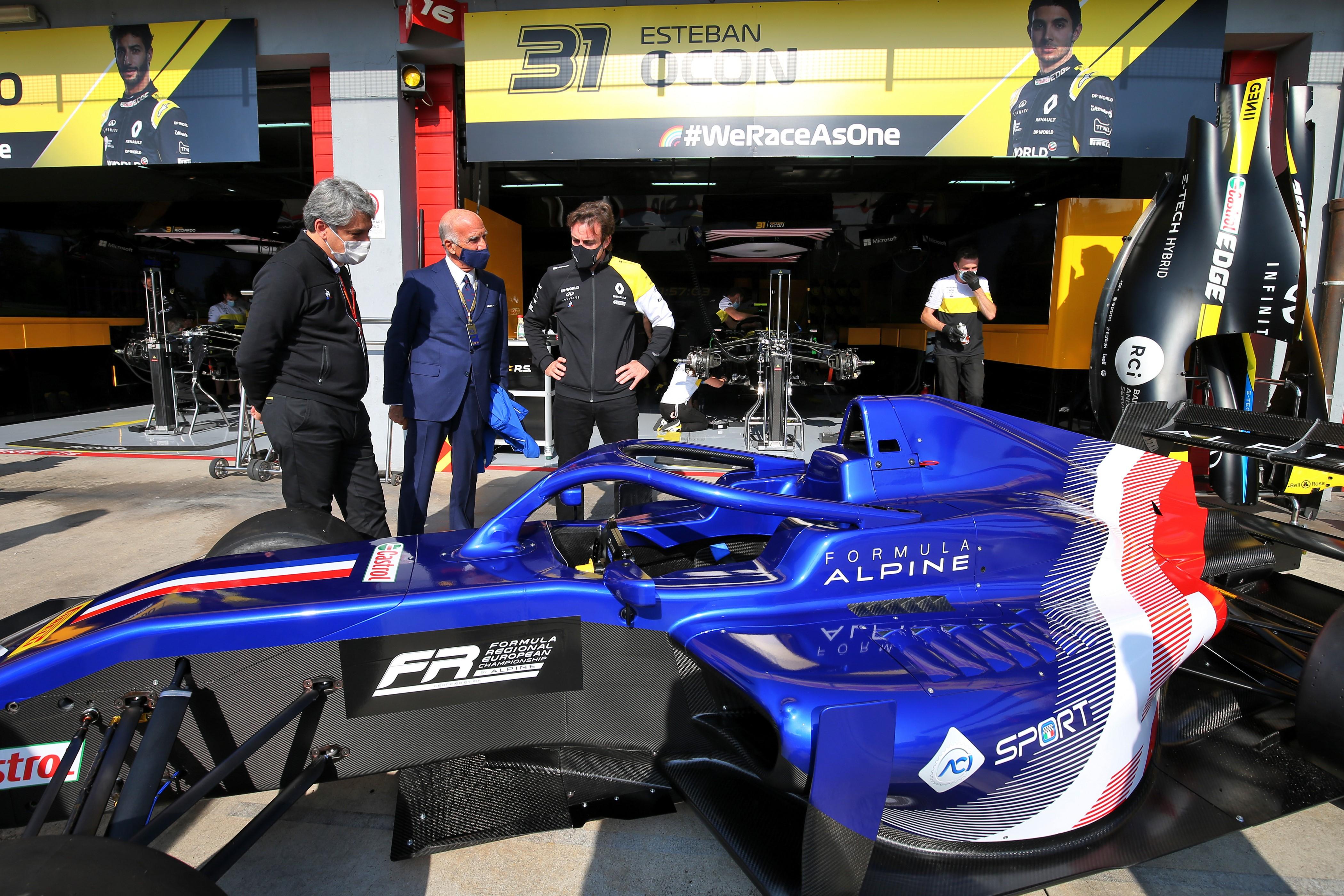 F1: Lebukott az Alpine, idő előtt szivároghatott ki Alonsóék idei autója