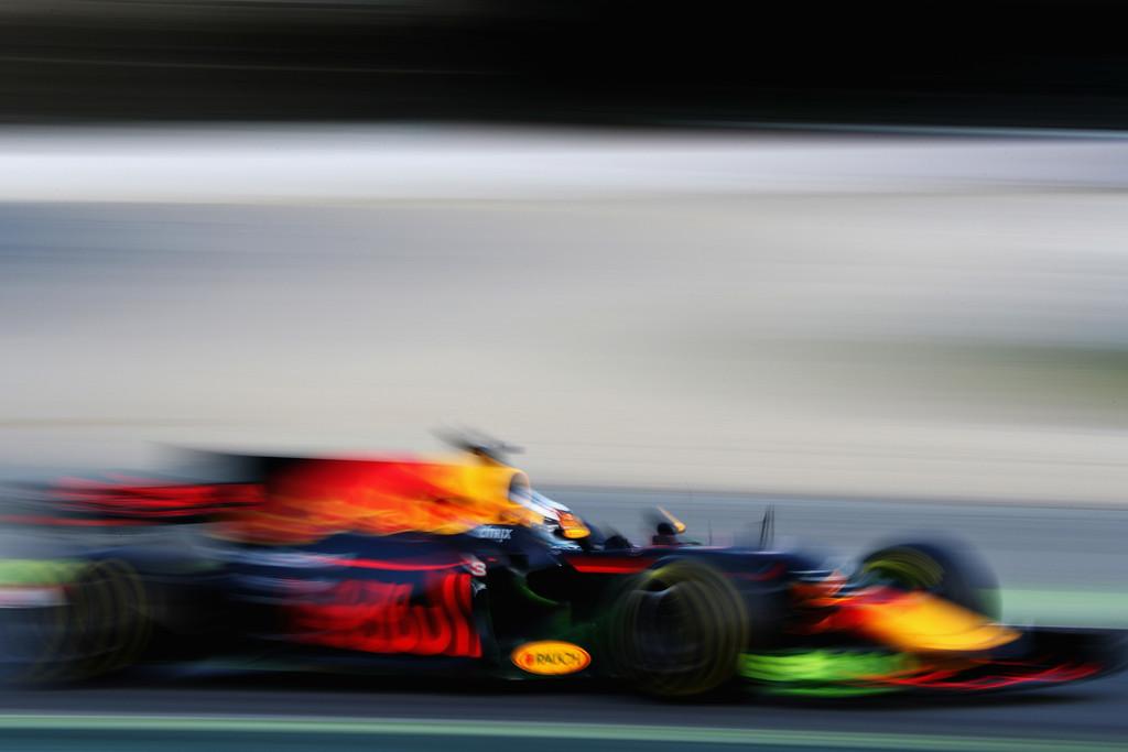F1 - BAJBAN LEHET A MERCEDES A RED BULL GYANÚJA MIATT?