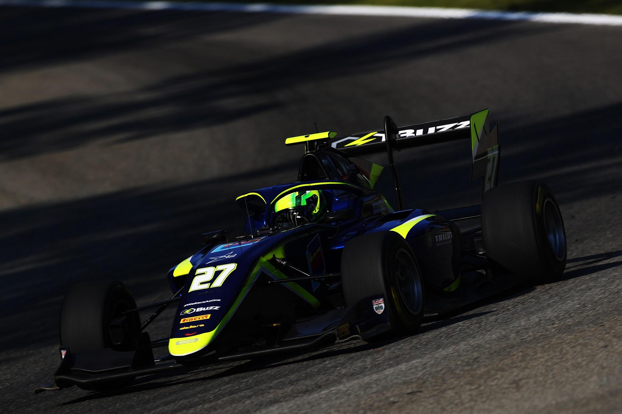 Megint csapatot vált Schumacher fia az F3-ban