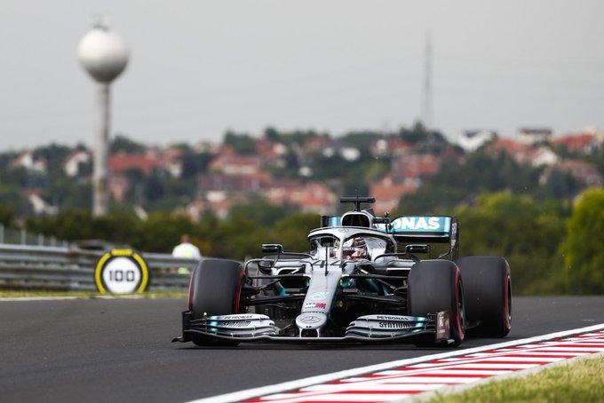F1: Hamiltoné a hungaroringi nyitótánc, Bottas mért idő nélkül maradt