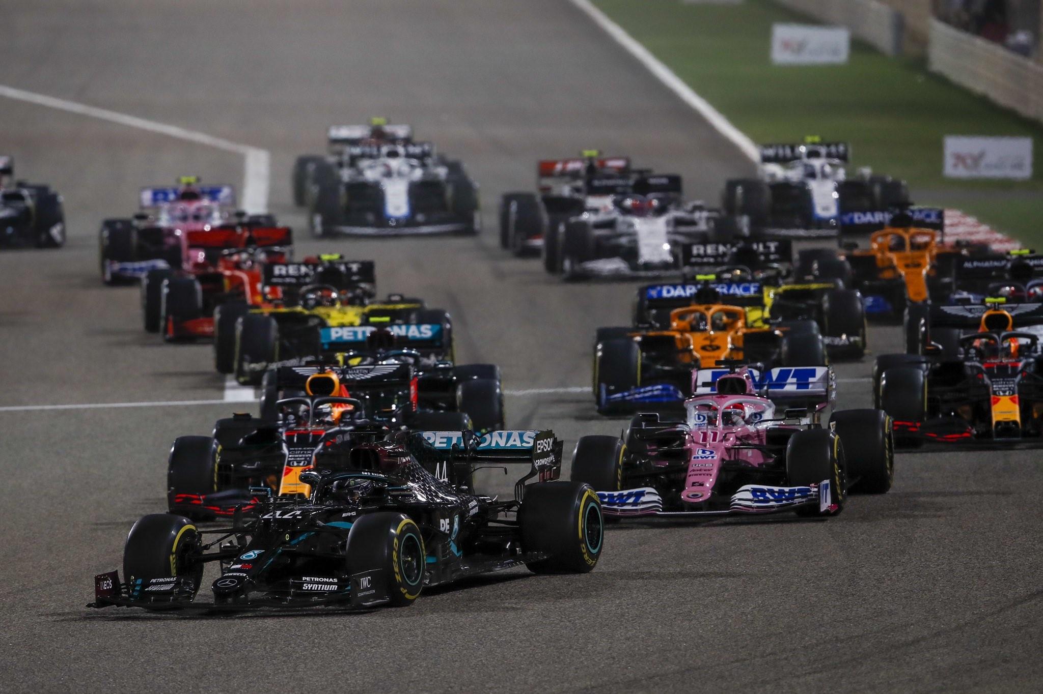 F1: Durva balesetek, piros zászló és sima Hamilton-győzelem Bahreinben