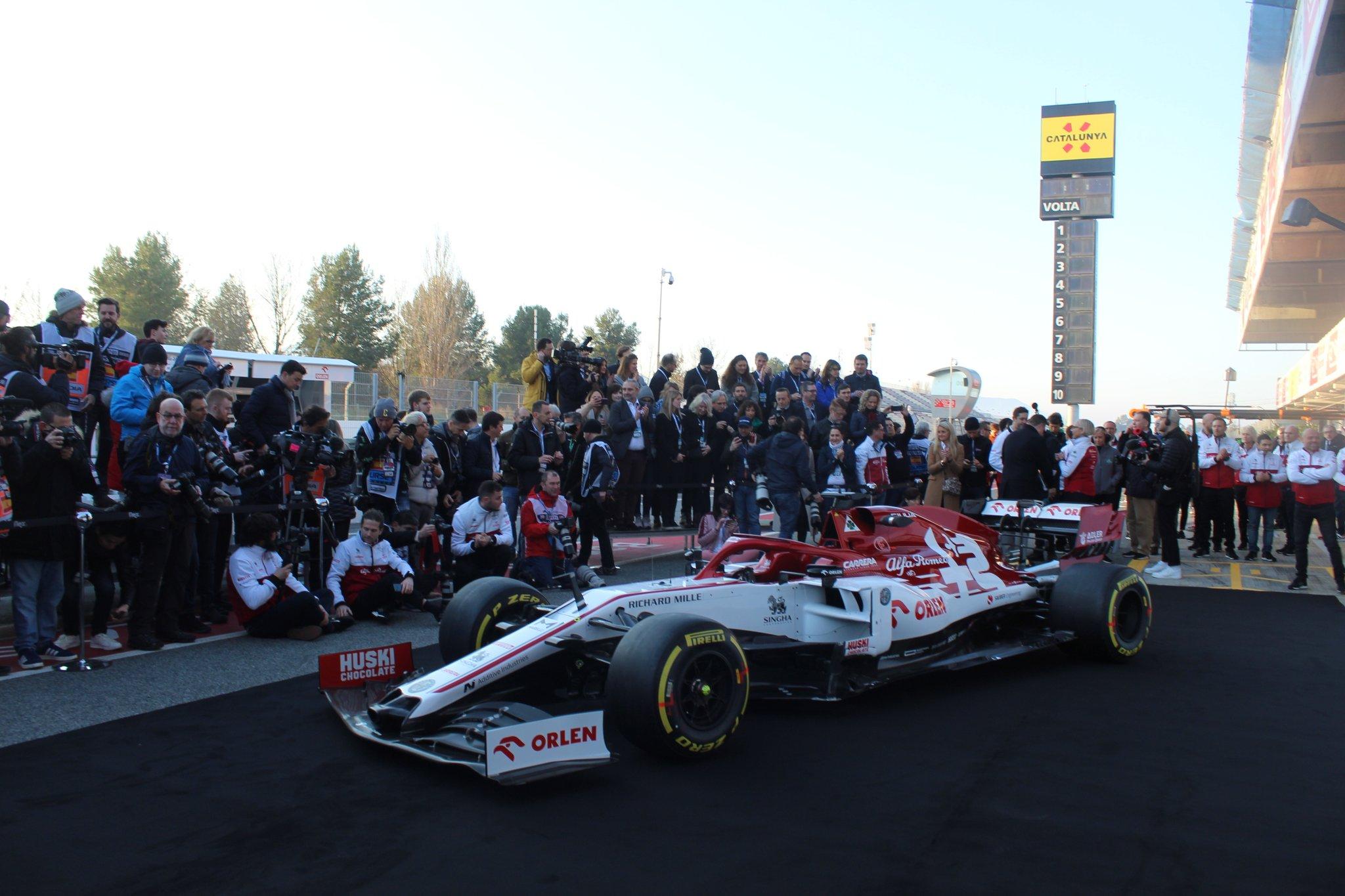 F1: A Haas és az Alfa Romeo bemutatójával indult az első tesztnap