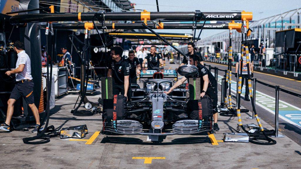 F1: Hamiltont sokkolja, hogy még nem fújták le az Ausztrál Nagydíjat