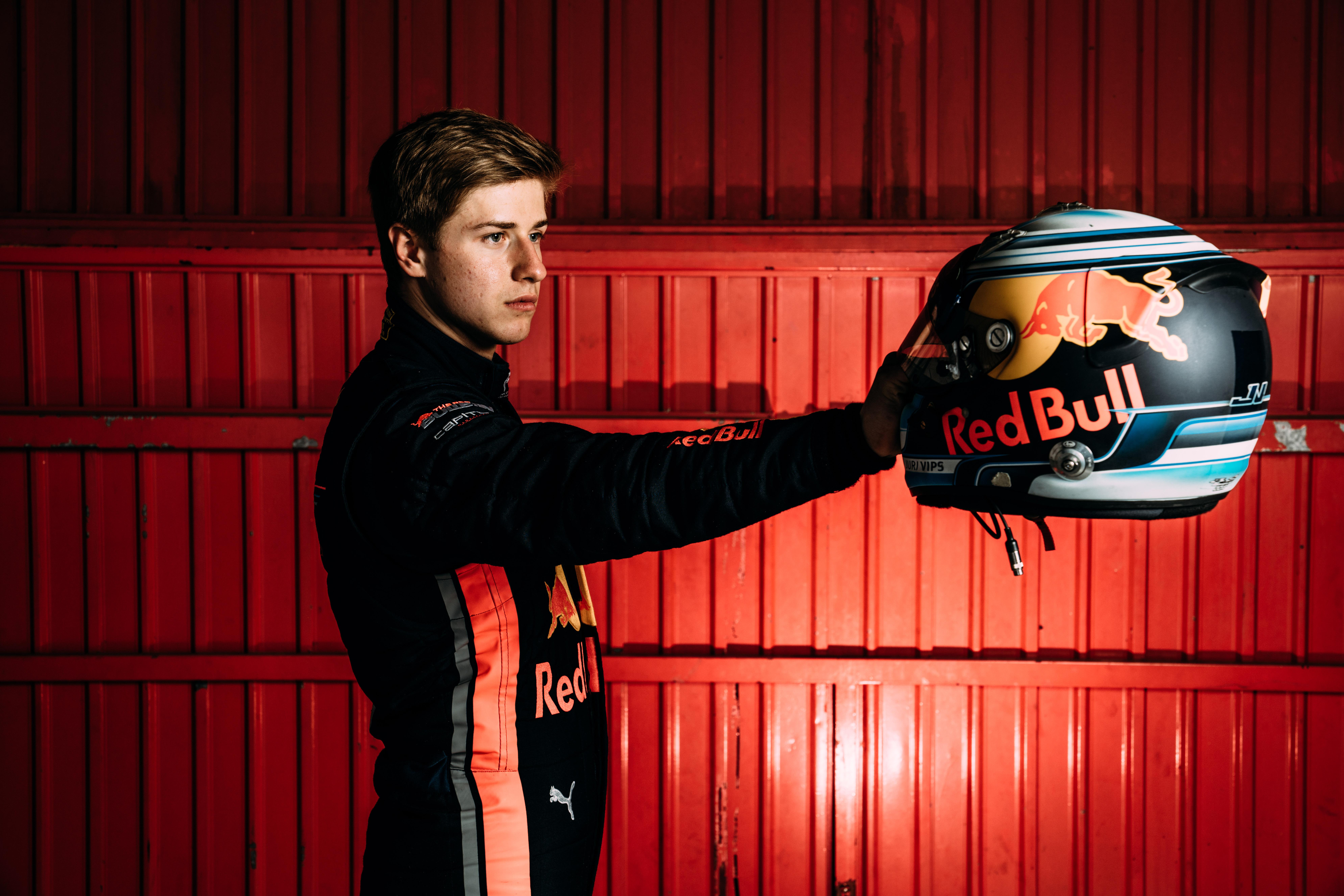 Red Bull-ifjoncot ültetnek a sérült F2-es pilóta helyére