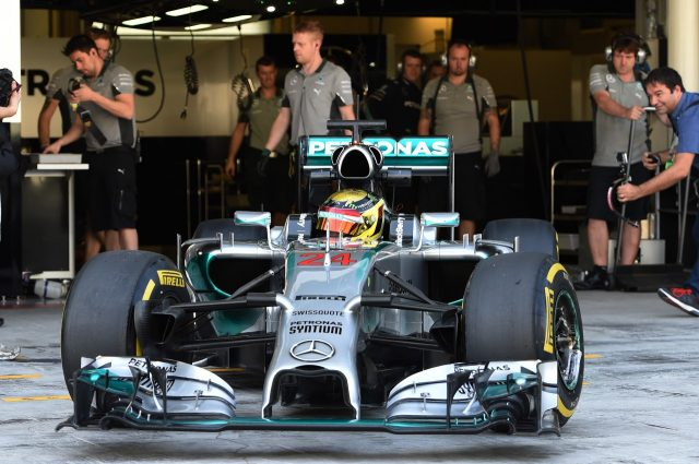 F1 - A MERCEDES 2014-ES AUTÓJÁVAL IS RÉSZT VESZ A SILVERSTONE-I TESZTEN