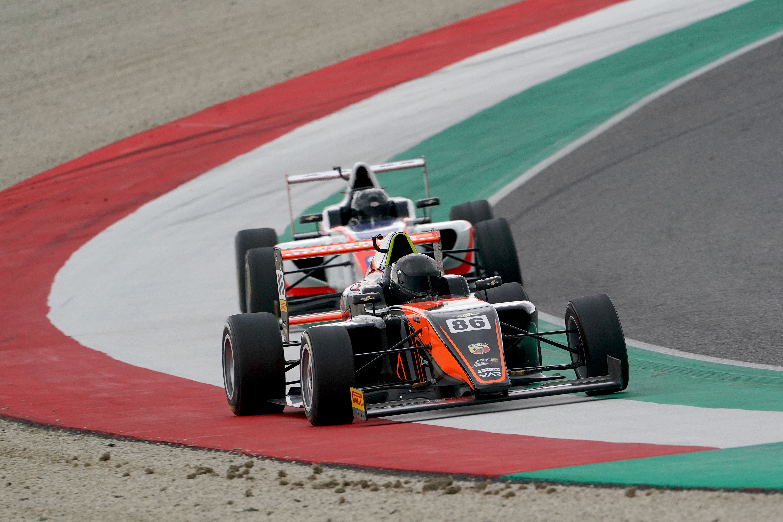 italian-f4-valint-bence-2.jpg