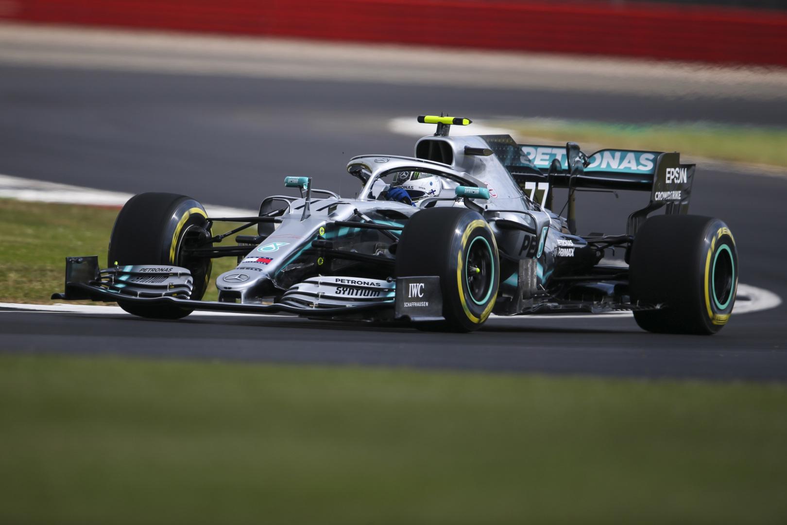 F1: Mercedes-Ferrari sorrend a második edzésen Silverstone-ban