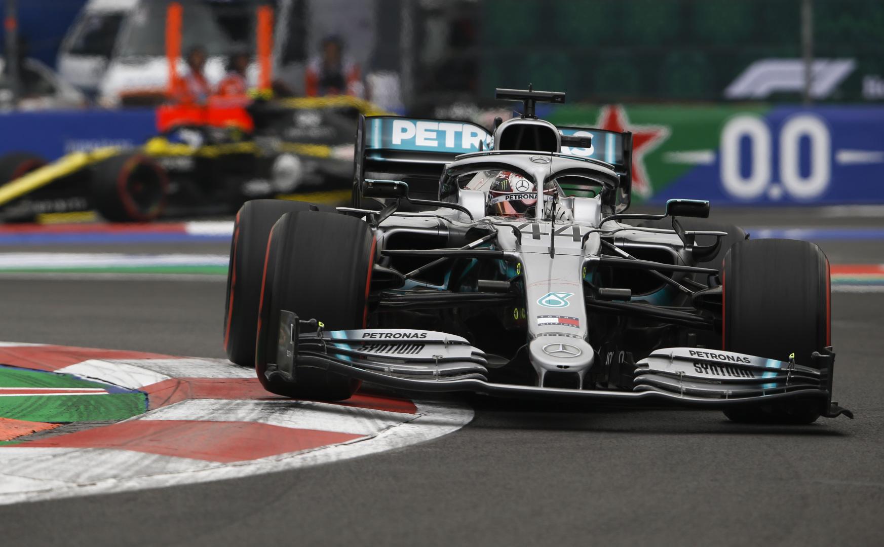 F1: Taktikai győzelmet szerzett Hamilton, de még nem világbajnok