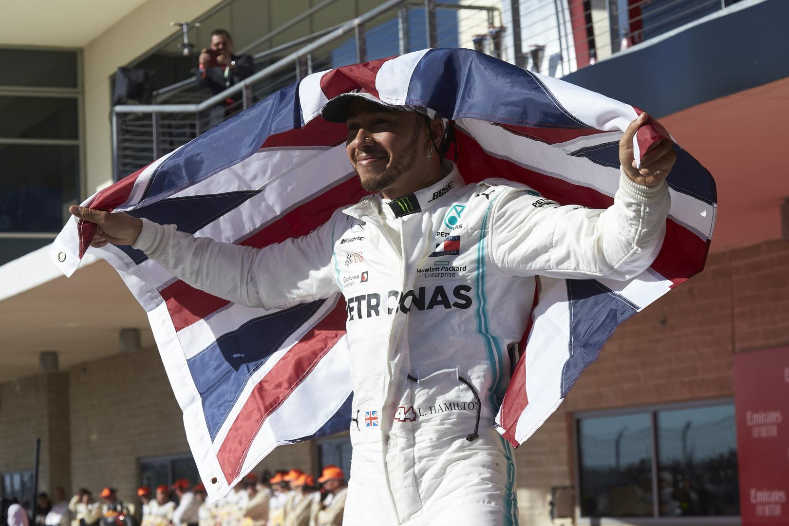 F1: Akadályba ütköztek a tárgyalások Hamilton és a Mercedes között?