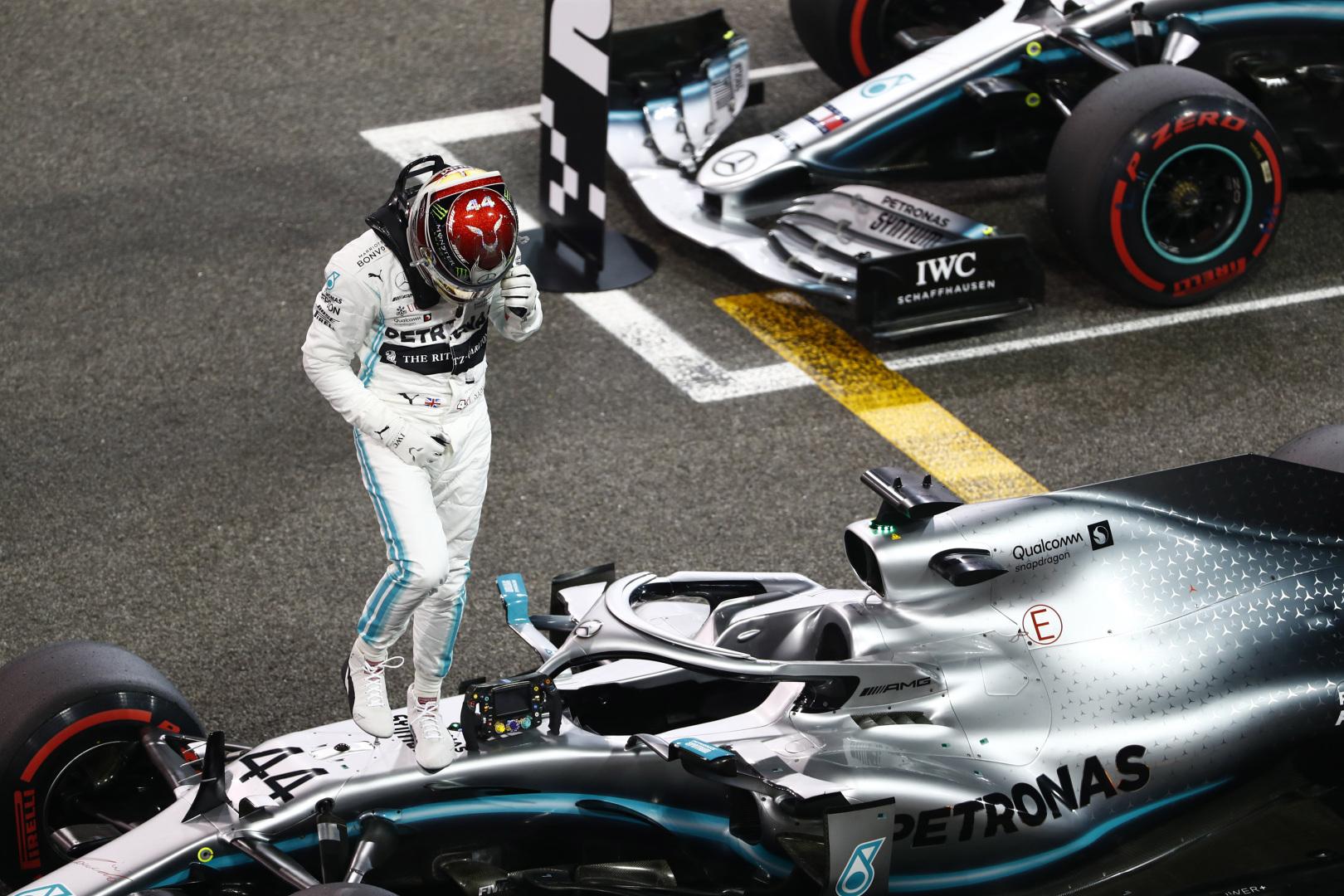 F1: Csendes versenytársait kritizálta Hamilton