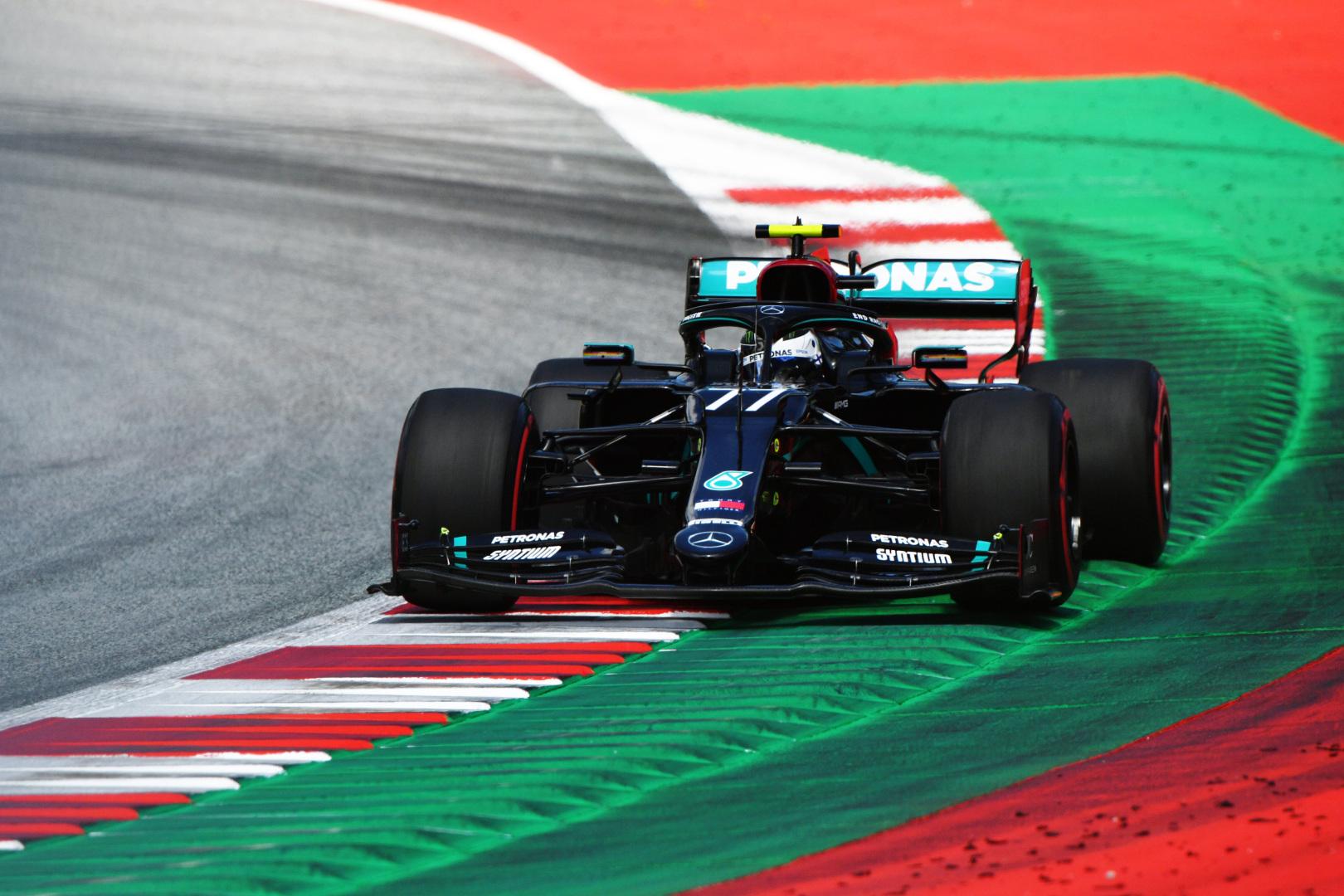 F1: Kaotikus hajrá után Bottasé a nyitány Leclerc és Norris előtt