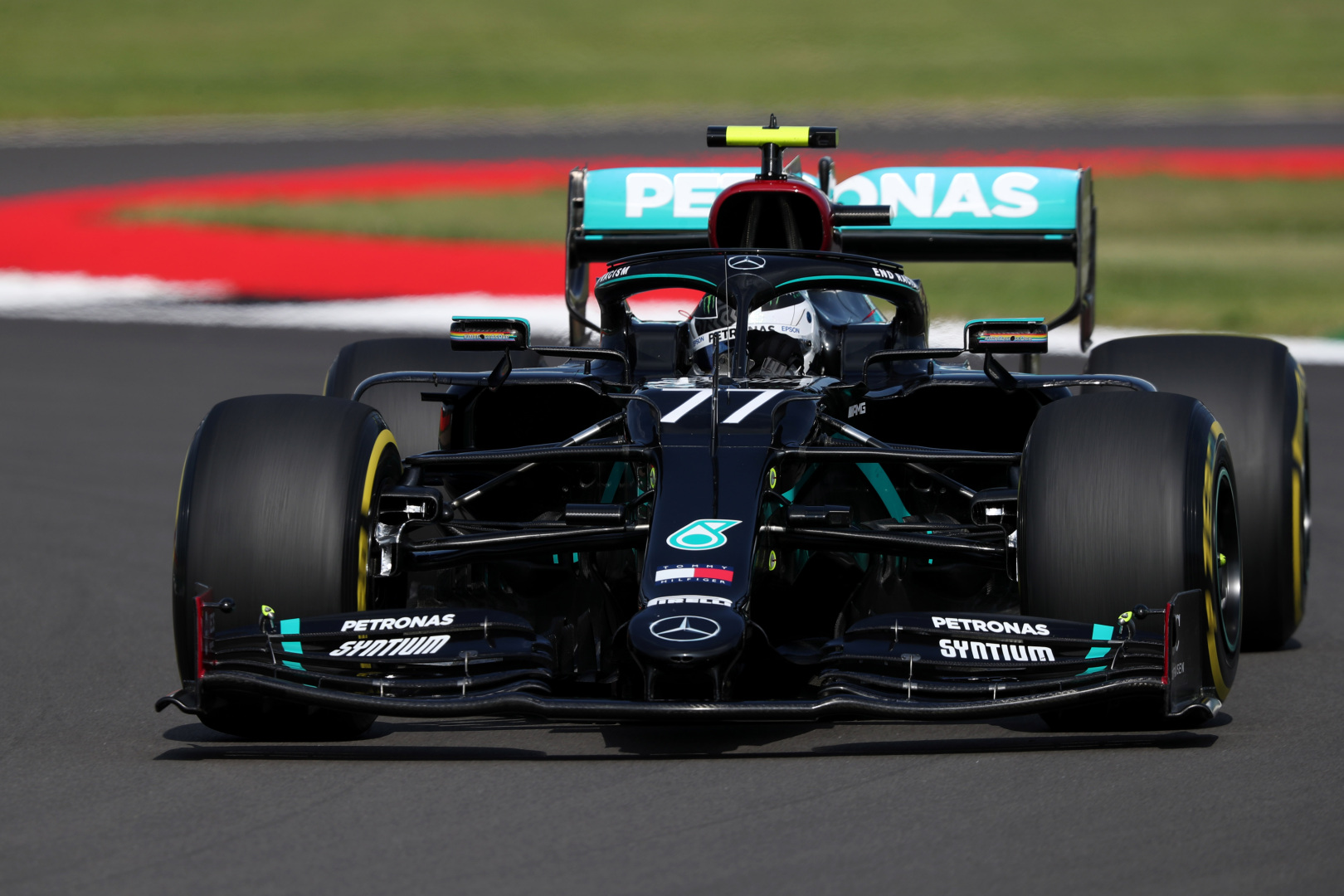 F1: Élre tört a Mercedes, újabb probléma a Ferrarinál
