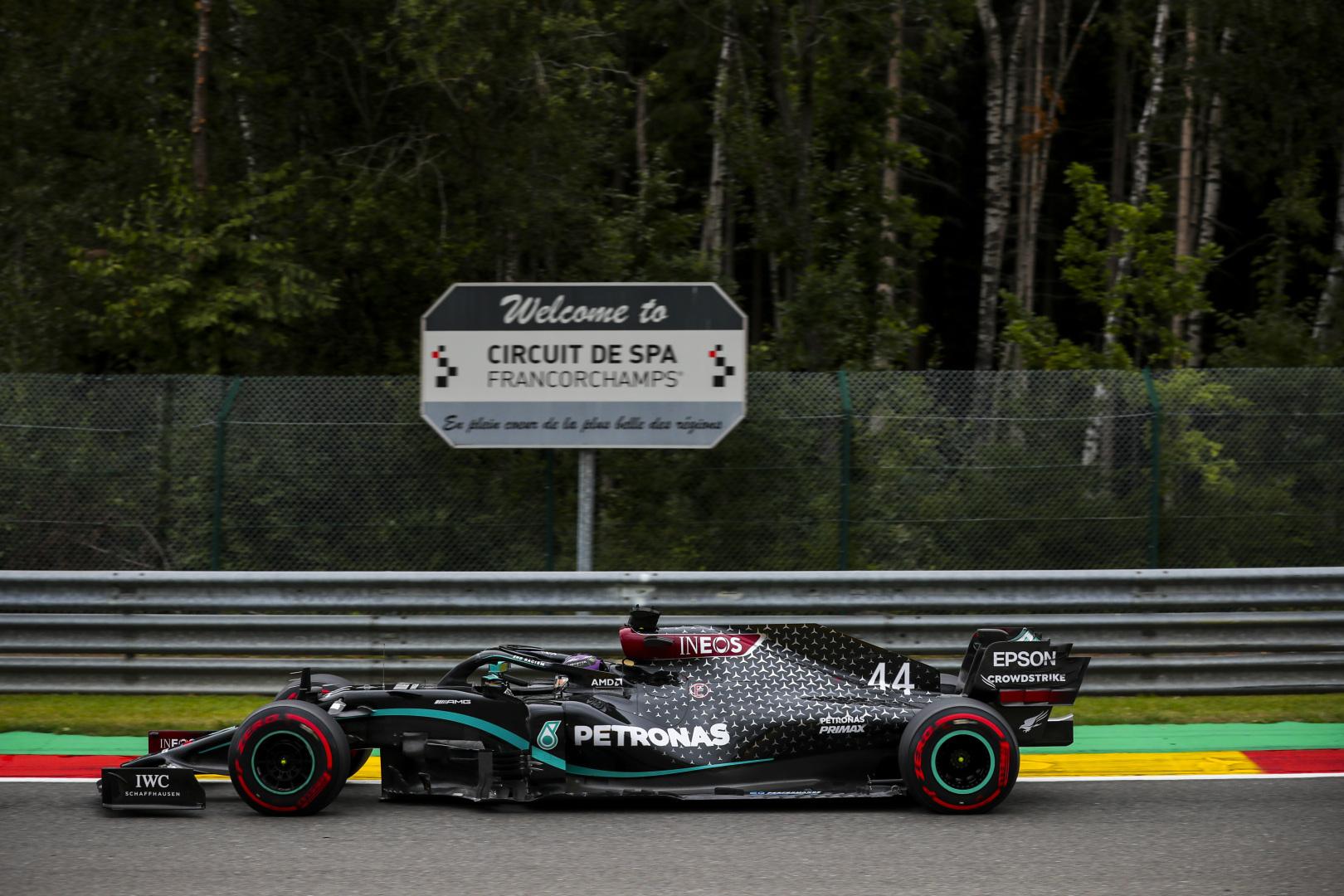 F1: Hamilton az élen, Vettel a sor végén az időmérő előtt