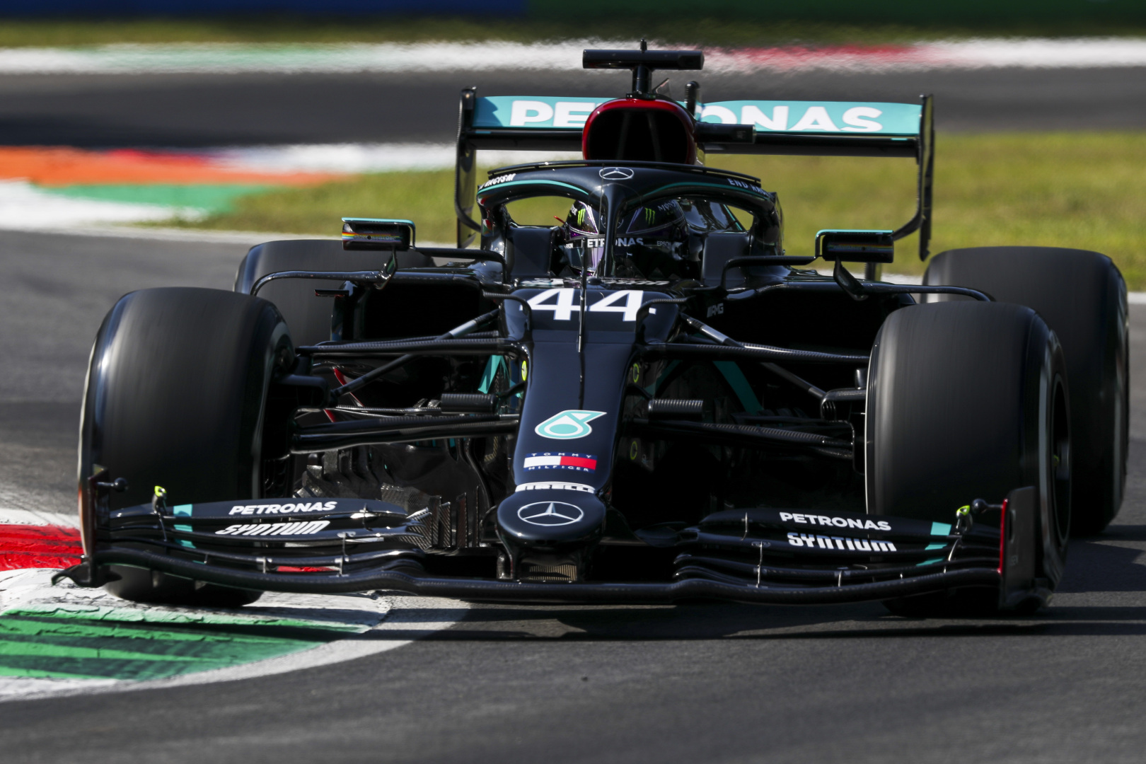 F1: Utcahossznyi a Mercedes előnye Monzában